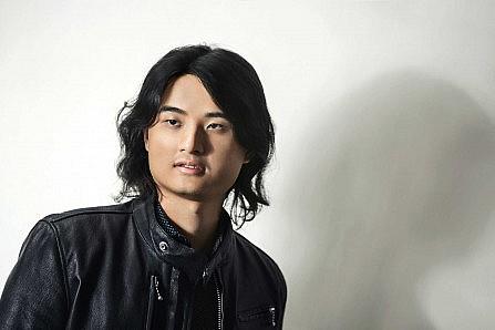 Photo portrait of Taiwanese artist Rexy Tseng in leather jacket.